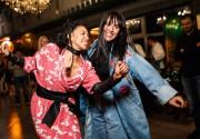 Лесная вечеринка в Black Market: Вася Фролова и Каролина Ашион стали за ди-джейский пульт, а Джамала поддержала подруг на танцполе