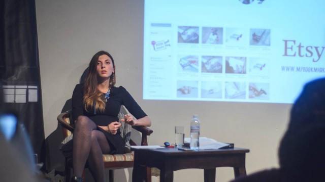 Время от времени Елена читает лекции о том, как работать на Amazon, Etsy и других маркетплейсах, чтобы успешно продавать заграницей