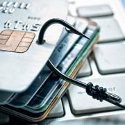Украинцев предупредили о трех новых сайтах, ворующих деньги с банковских карт (список)