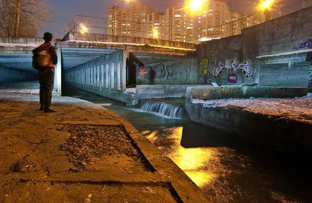 В реку стекают стоки из канализации и опасные вещества