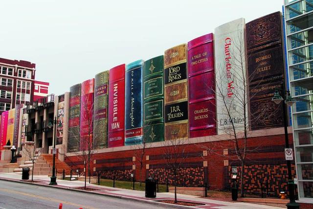 Фасад публичной библиотеки в Канзас-Сити
