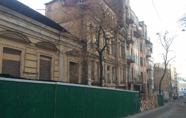 Здание сейчас в аварийном состоянии