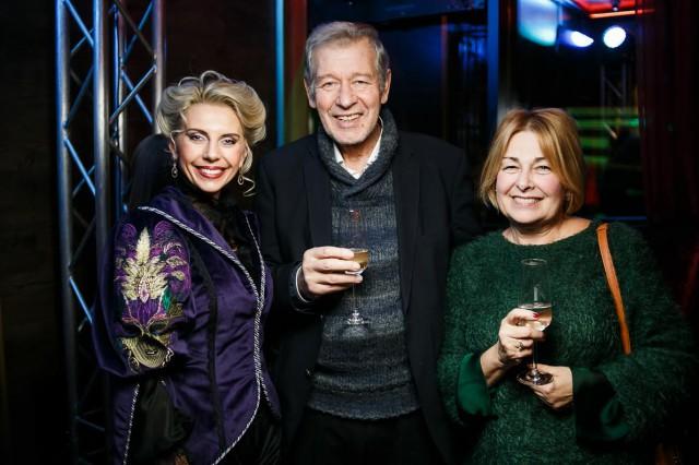 Юлия Кацьянова с друзьями (владелица торгового дома - VoleeYu)
