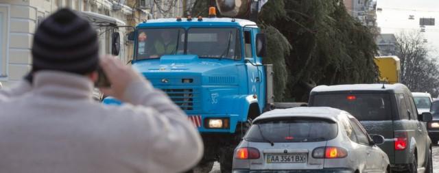 Подготовительные работы к новогоднему празднику продолжаются на Софийской площади