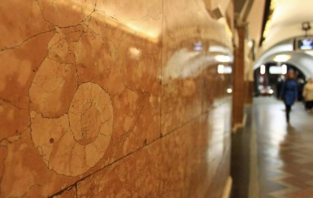 На станциях столичной подземки можно поискать древности
