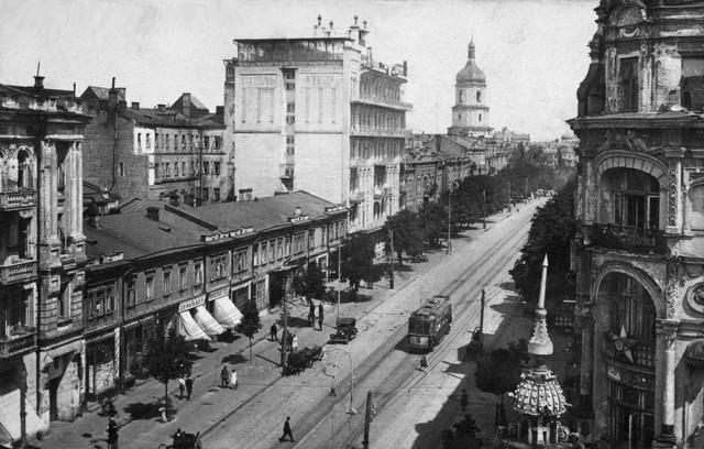 1920-е годы. Улица Короленко (Владимирская), квартал между современной улицей Прорезной и Софийской площадью. (Фото: oldkiev.ho.ua)