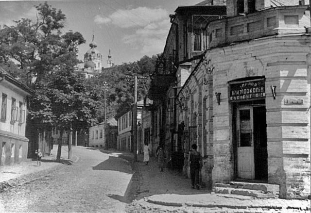 Угол Воздвиженской и Гончарной улиц, 1960-е годы. (Фото: starkiev.com)