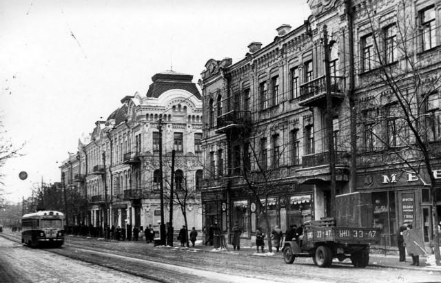 Угол Сагайдачного и Игоревской, 1956 год. (Фото: oldkiev.ho.ua)