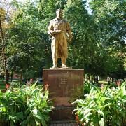 В Киеве хотят демонтировать памятник советскому летчику
