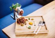 Зачем гениальному шеф-повару винтажная мясорубка? Ответ в новом меню ресторана Odessa