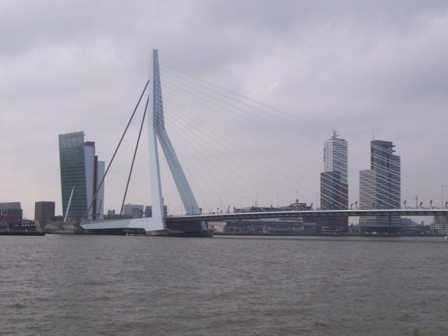 """Мост Эразма. Голландский """"Лебедь"""" с разводным пролетом"""