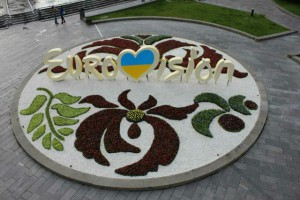 Киев украсили клумбами и панно с логотипом Евровидения (ФОТО)