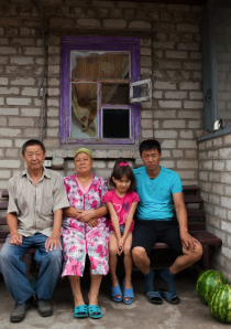 Life of Deportation and Settlement Koryo-saram: Етнічний Кореєць