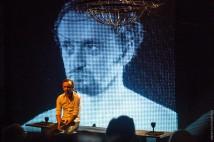 В Киеве покажут украино-швейцарский спектакль «Гамлет. Вавилон» об угрозе потерять себя в соцсетях и СМИ