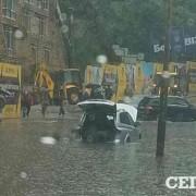 Ливень в Киеве: затопленная Лукьяновка и мокрые выпускники (ФОТО)
