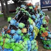 В Киеве вандалы повредили скульптуру хамелеона (ФОТО)