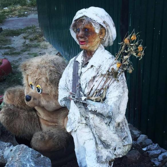 В Киеве установили странную скульптуру Маленького принца (ФОТО)