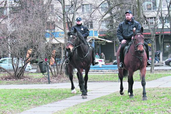 С Русановской набережной в Киеве убрали конную полицию