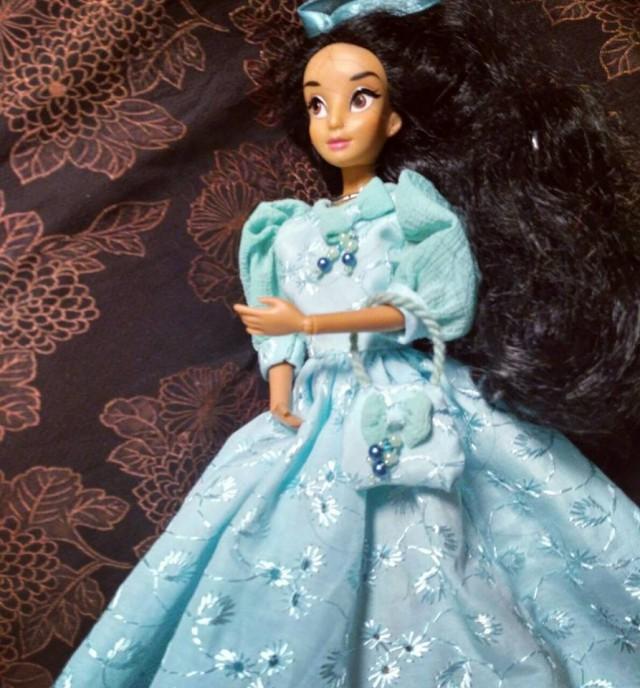 Тонкая работа. В таких платьях куклы больше похожи на принцесс. Фото: facebook.com
