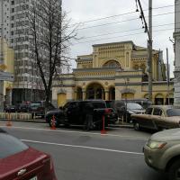 В Киеве возле синагоги появилась индивидуальная парковка. Фото