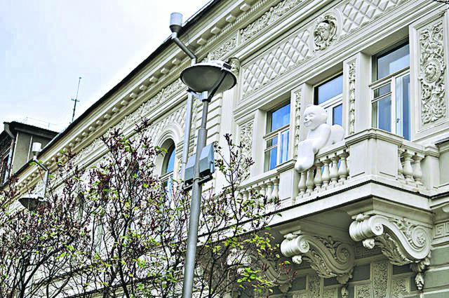 Ангел доброты. Украшал балкон музея с 2015 года