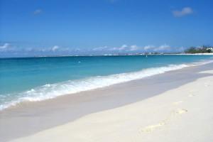 На столичный пляж привезут песок с Багам. Фото, видео