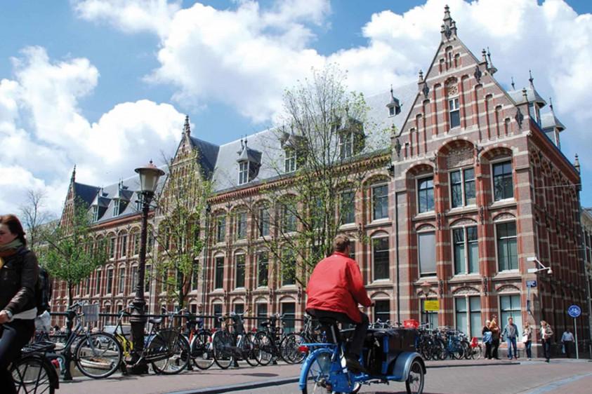 В Амстердаме придумали систему, при которой долги молодых людей погасят местные власти