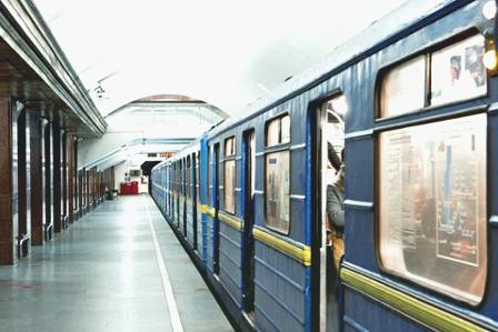 В метро Киева появились новые указатели, но не все пассажиры от них в восторге
