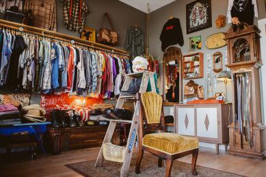 Дорогие мои старики: 7 винтажных магазинов Киева с уникальными и недешевыми вещами