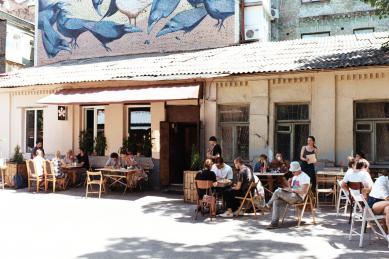 Во двориках и с винтажной мебелью: 7 андеграундных кофеен Киева