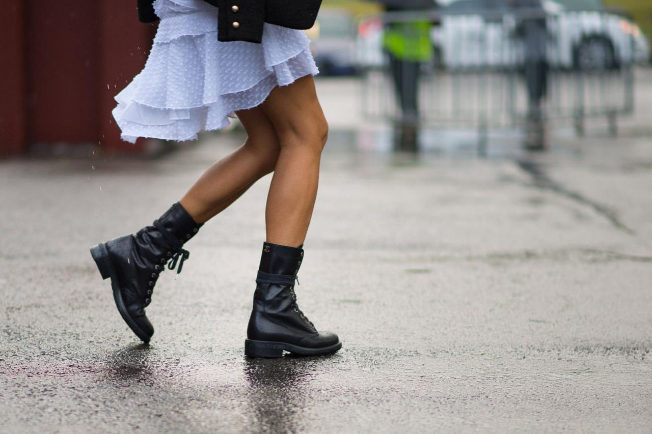 Есть тренд: как носить летнее платье с ботинками