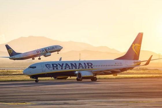 Ryanair изменил тарифы за счет багажа и питания