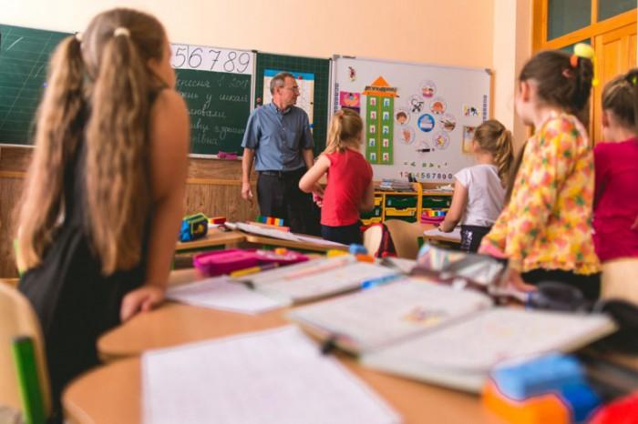"""В Кабмине заявили, что с 1 сентября школы будут закрывать  исключительно в """"красной"""" эпидемической зоне"""