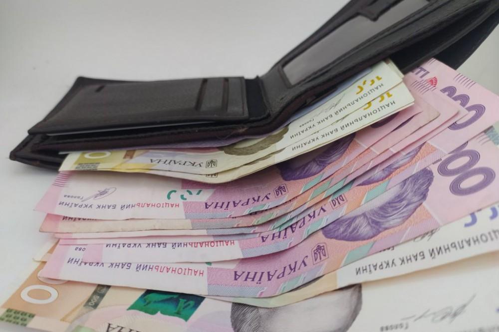 В Украине намерены повысить минимальную зарплату: сколько будут теперь платить