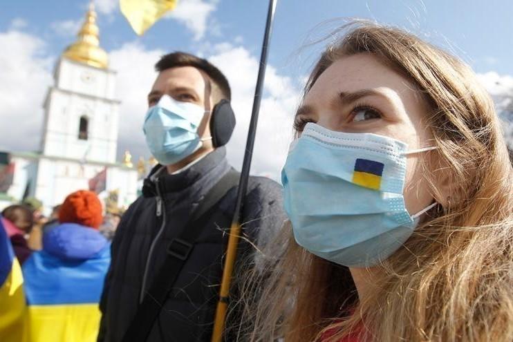 Сразу в 13 регионах Украины планируют ужесточить карантин