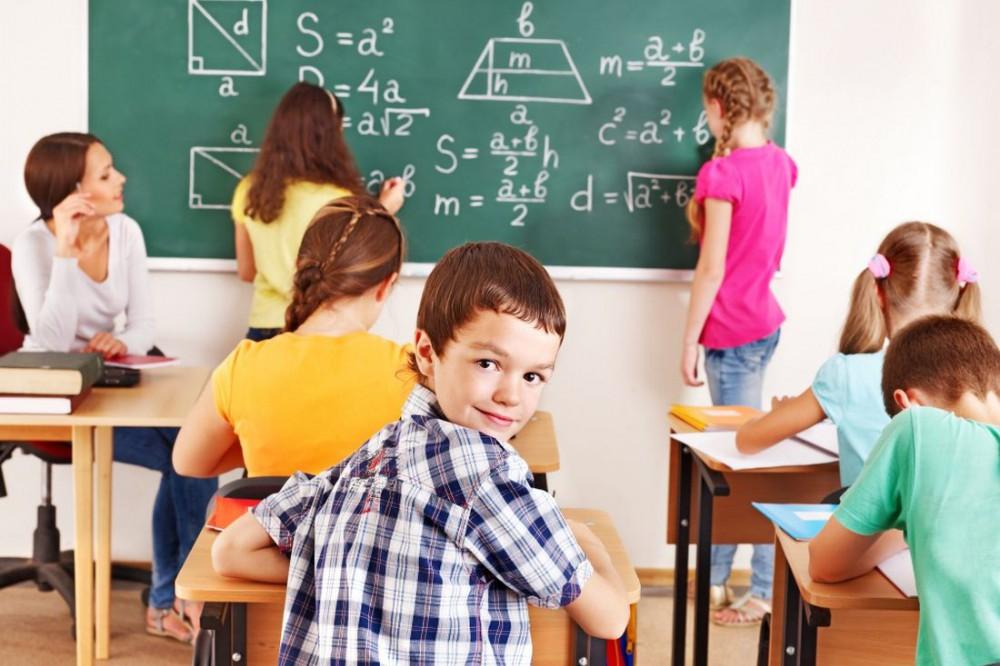 Глава Кабмина рассказал, как будет организована работа школ с 1 сентября