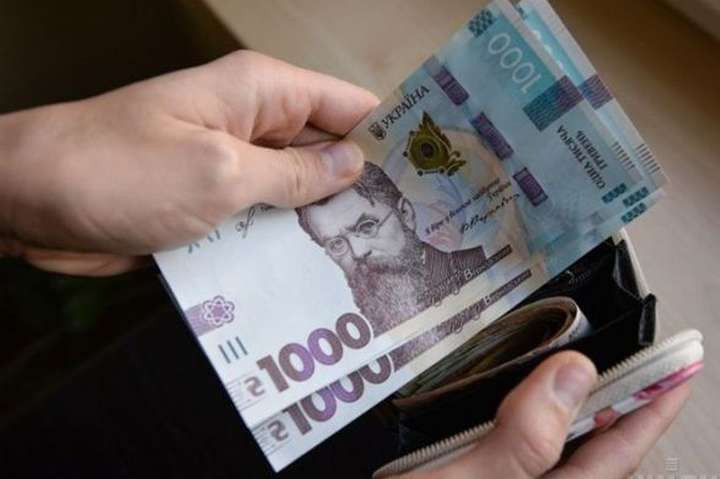 В Украине с середины следующего года минимальная зарплата вырастет до 6,5 тысяч гривен