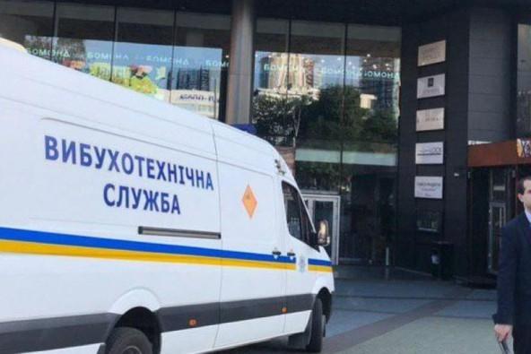 В Киеве на День Независимости неизвестные «заминировали» две станции метро, аэропорт, гостиницу и сеть магазинов