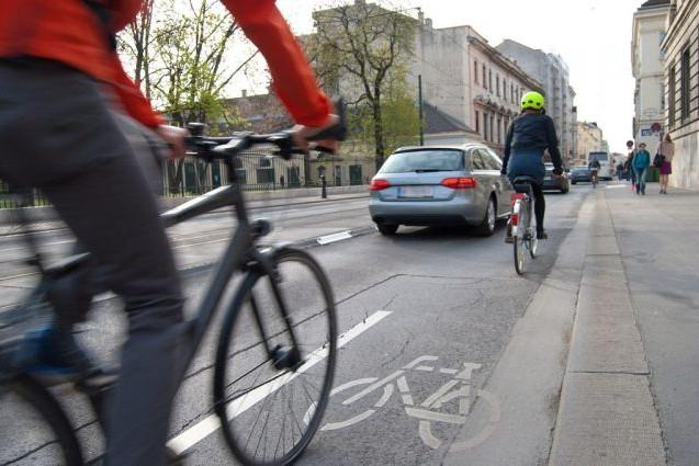С водительскими правами и шлемами: какие новые правила придумали  в Украине для велосипедистов