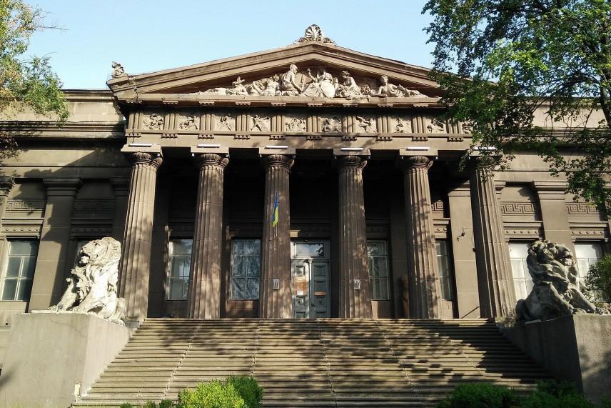 В Киеве из-за обвала портика закрыли Национальный художественный музей