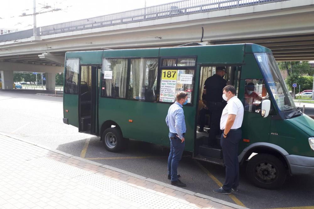 В Киеве устроили рейды по соблюдению правил перевозки пассажиров и карантина в маршрутках