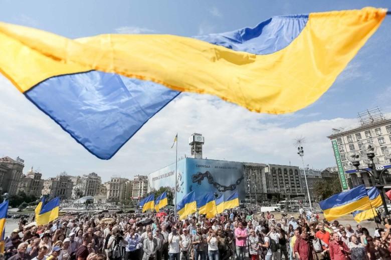 Зеленский совместно со звездами спорта и эстрады поздравил украинцев с Днем Государственного флага. ВИДЕО