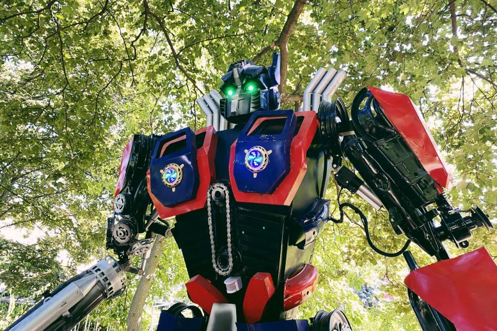 Космические битвы и фантастические роботы: в Киеве на ВДНГ открылся огромный роботопарк