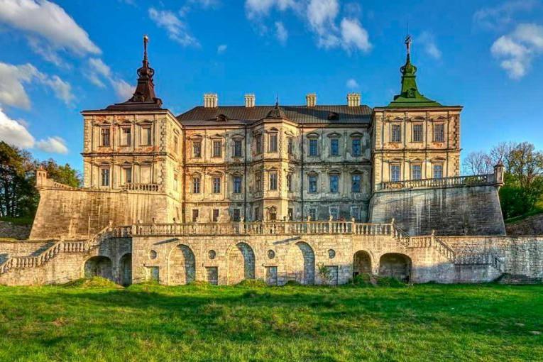 Замки, дворцы и заповедники: в Украине отреставрирует 150 объектов культуры