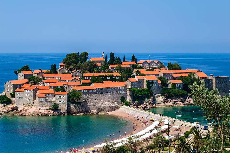 Планируем заранее летний отпуск: Черногория, Израиль, Чехия или Албания?
