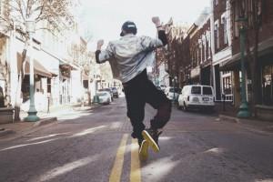 Танец шаффл: что это за стиль и где научиться танцевать в Киеве