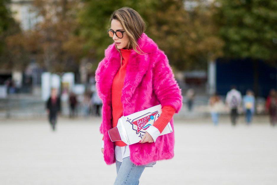 Дубленка, искусственный мех и объемная куртка: трендовая верхняя одежда на осень