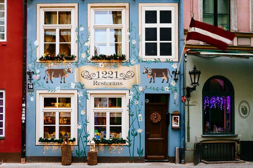 Рижский бальзам, голубая корова и древний винный погреб. 8 мест, куда стоит сходить в Риге