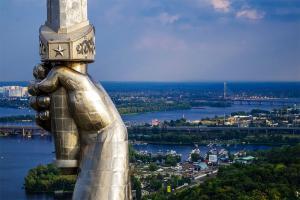 С вещами на выход «Почайной»: переименования в Киеве, к которым не все привыкли