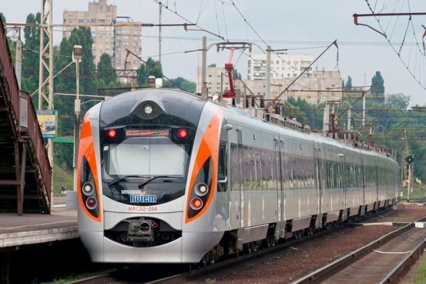 «Укрзалізниця» планирует продавать 100% мест на поезда